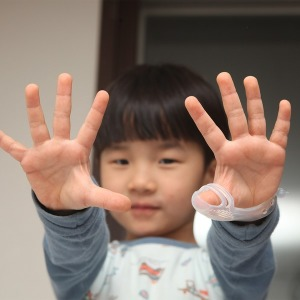 손가락 빨기 교정기/케어썸. 3~6세 엄지용/편한 착용감