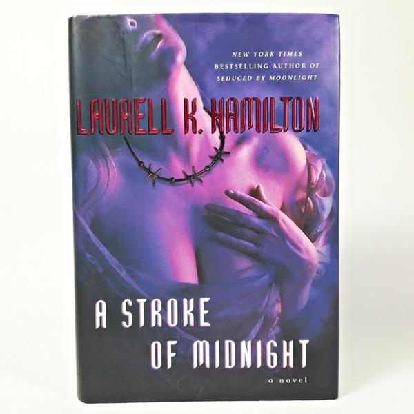 영문소설 a Stroke of Midnight Laurell K. Hamilton