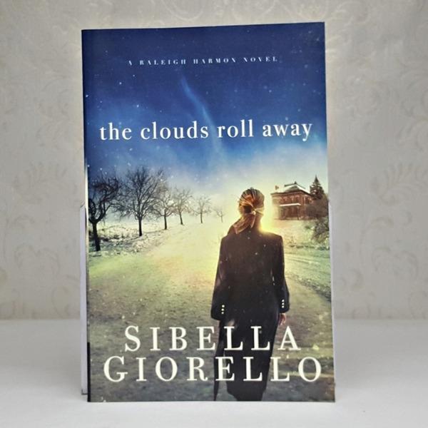 영문소설 The Clouds Roll Away / Sibella Giorello