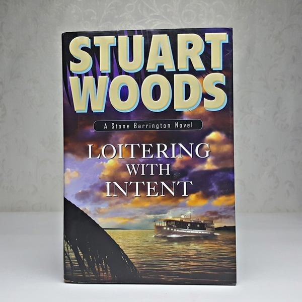 영문소설 Loitering with Intent / STUART WOODS