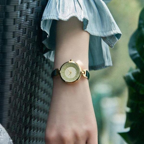 여자 트랜드 베이지 패션시계 모던 기념일 손목시계