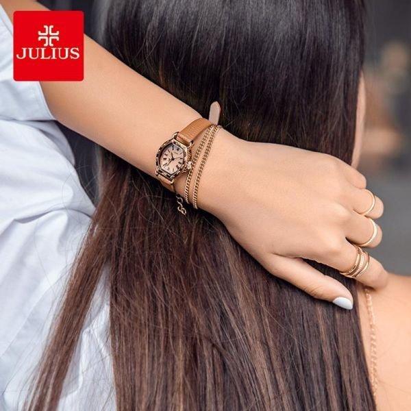 가죽밴드 여성 패션 트랜드 손목시계 아날로그 타입