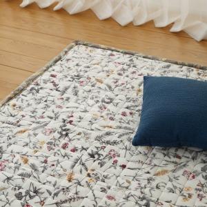 딱딱한 바닥의 포근한 변신 누빔카페트 러그 카펫