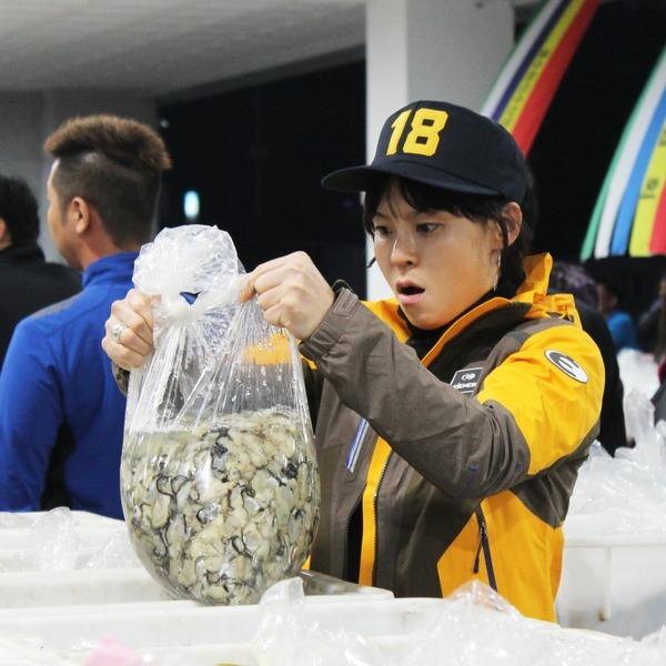 바다의 우유  싱싱한 통영 생굴(중대굴) 1kg
