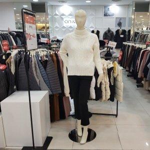 온앤온  모다아울렛 목폴라 꽈배기니트(JK9WP676/아이보리)