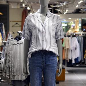여성)세미오버핏 반팔 카라배색 레이온 셔츠 O172SH580P