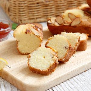 오븐에 구운 십센치 파운드케이크 아몬드 16개 / 빵