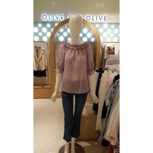 (현대백화점)올리브데올리브 (OW9MB5151) 오픈 숄더 체크 블라우스 OLIVE  DES  OLIVE