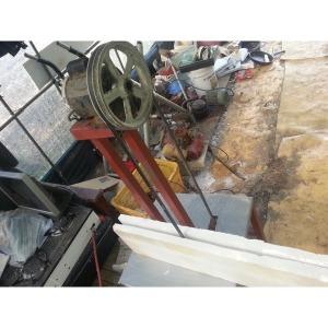 스치로폴 반으로 가르는 막쓰는 기계(포장 용이)
